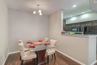 Dining at Listing #291859