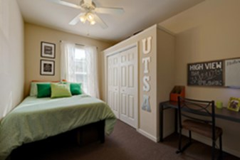 Bedroom at Listing #150296