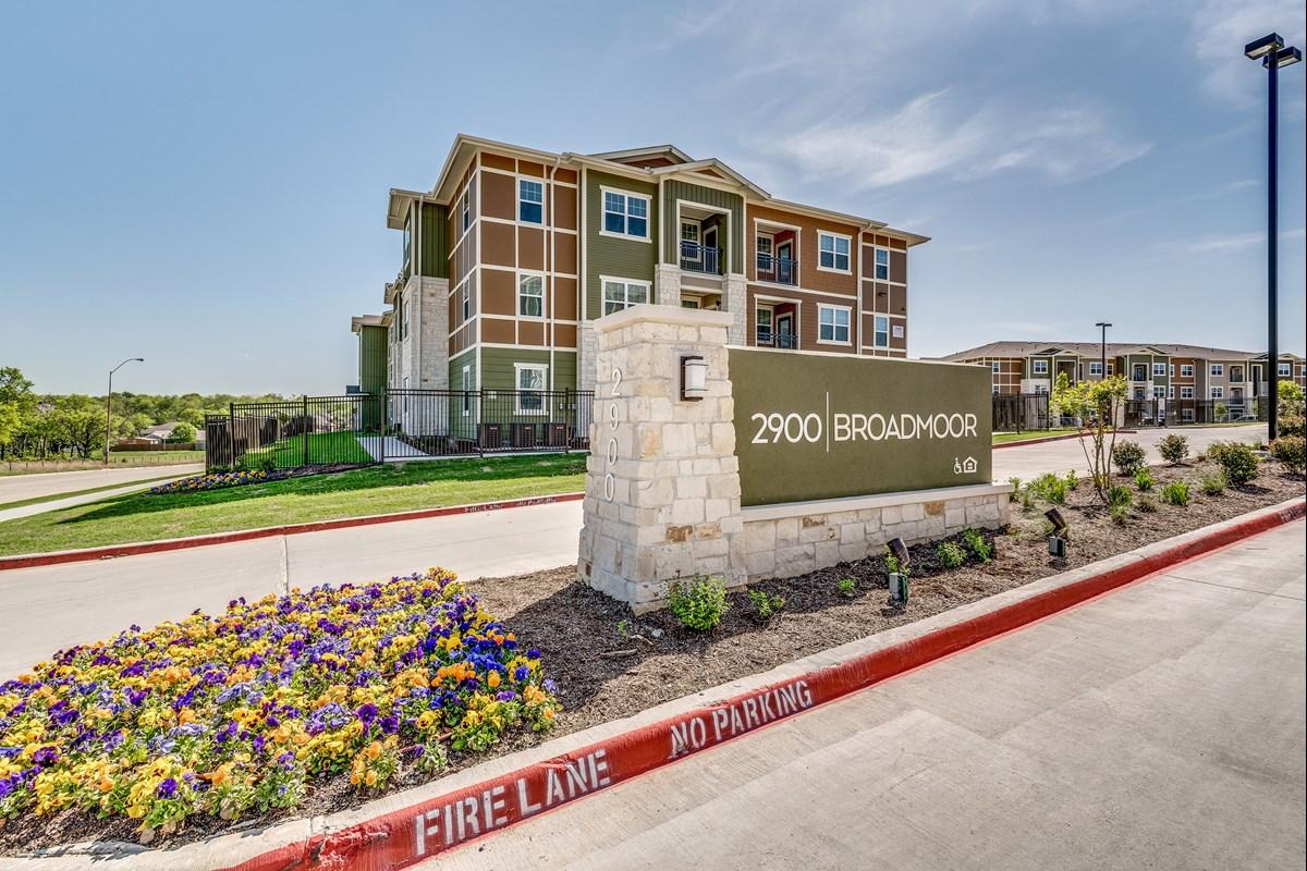2900 Broadmoor Apartments Fort Worth TX