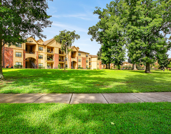 Lakeshore Villas Apartments Humble, TX