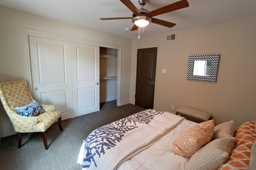 Bedroom at Listing #140401