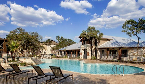 Platinum Shavano Oaks Apartments San Antonio TX