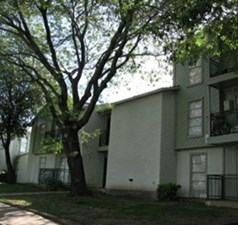 Exterior at Listing #136536