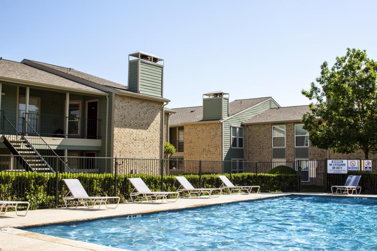 Pool at Listing #137552