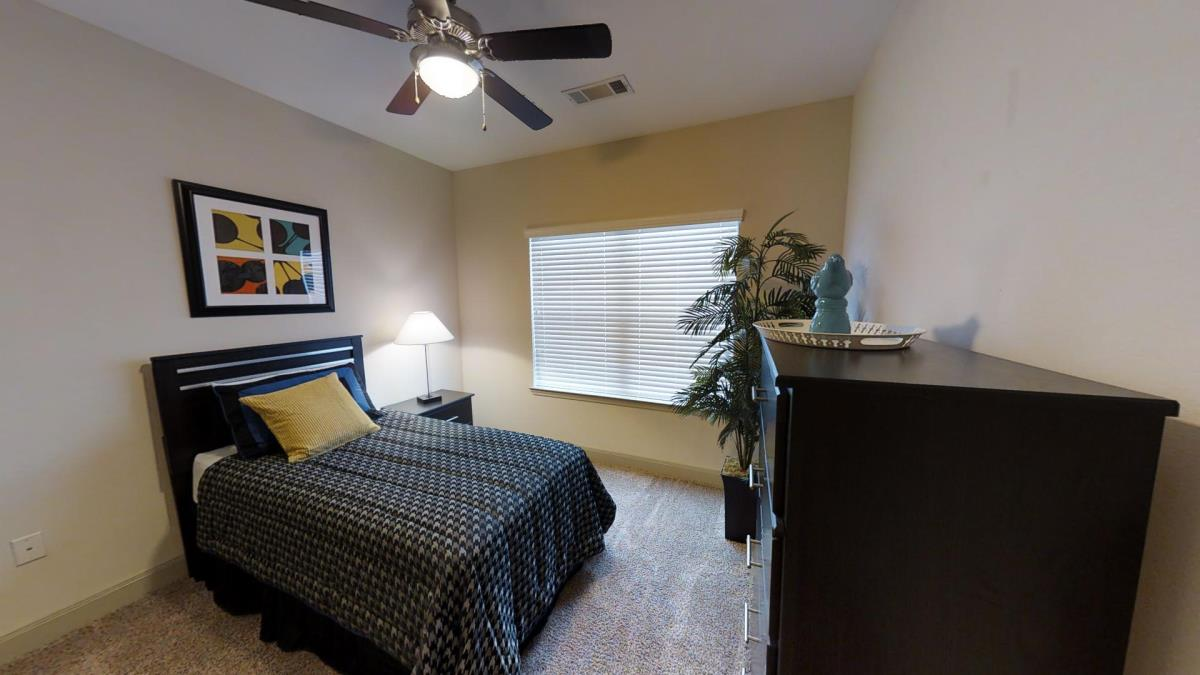 Bedroom at Listing #292765