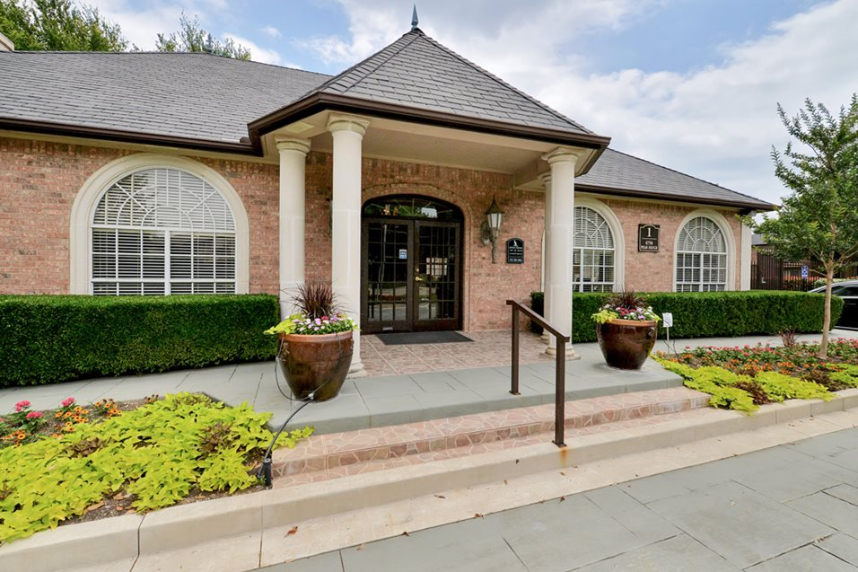 Exterior at Listing #137024