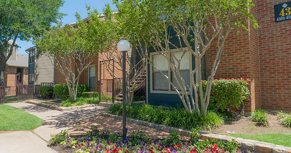 Exterior at Listing #136530