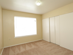 Bedroom at Listing #137612