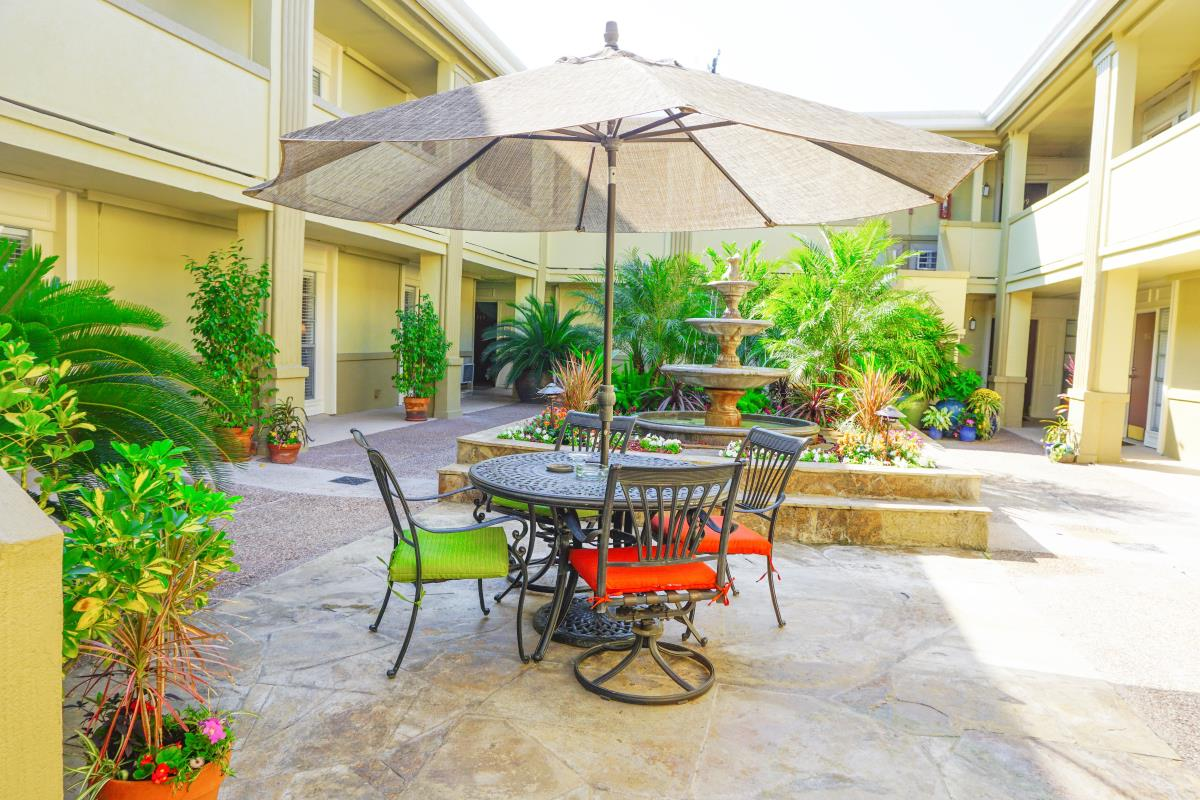 Courtyard at Listing #139086