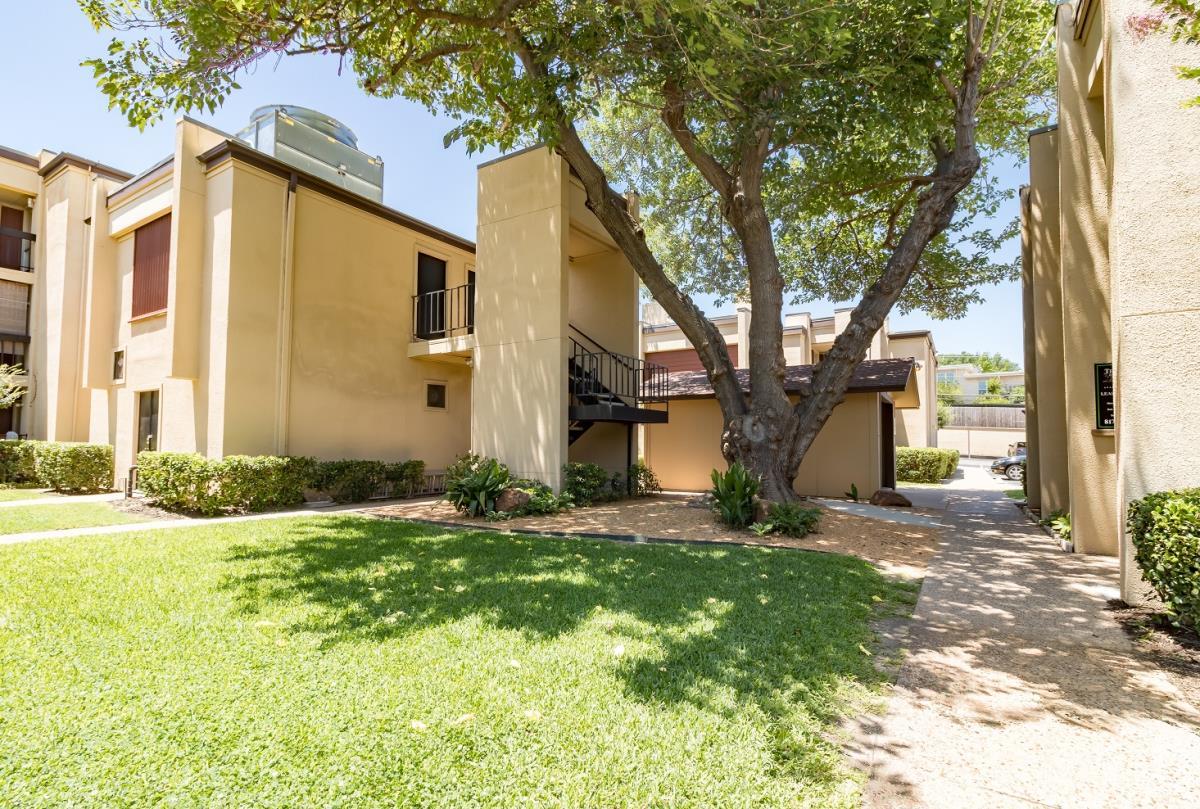 Woods of Ridgmar East Apartments , TX