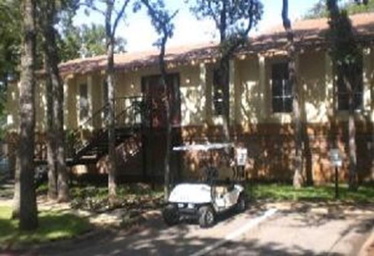 Coronado Oaks Apartments