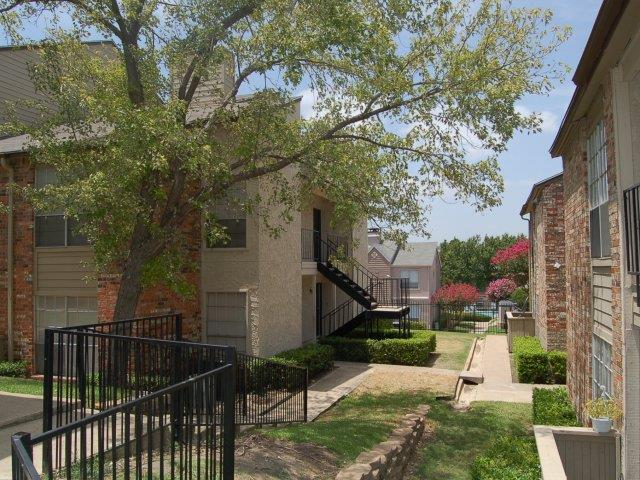 Hunters Court at Listing #136058
