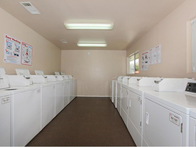 Laundry at Listing #136703