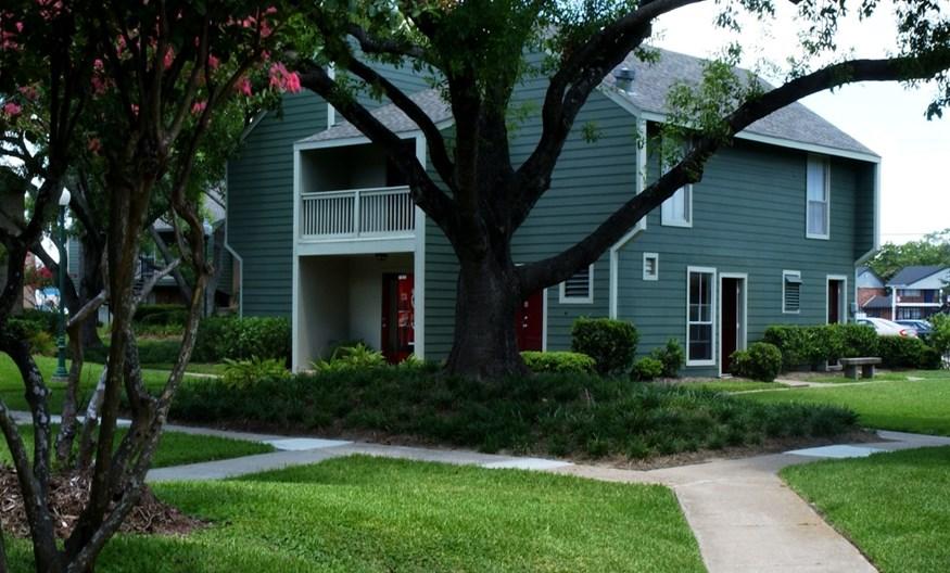 Huntington Oaks Apartments