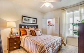 Bedroom at Listing #144589