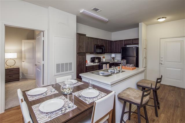 Dining at Listing #277138