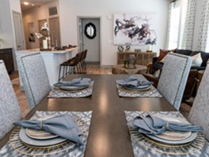 Dining at Listing #306990