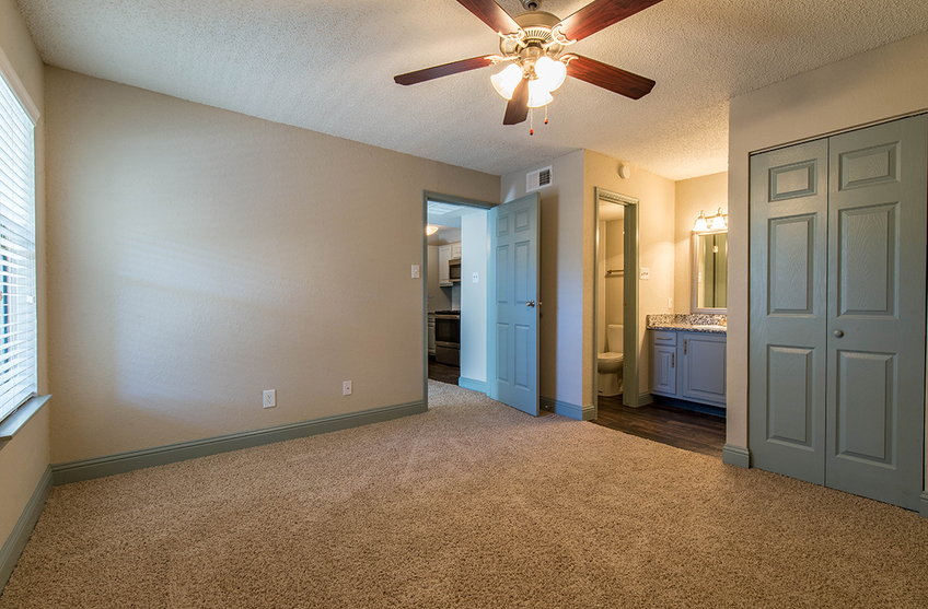 Bedroom at Listing #137070