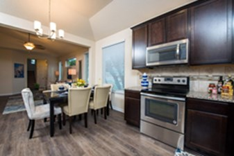 Dining/Kitchen at Listing #301337