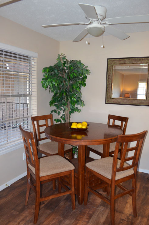 Dining at Listing #228642