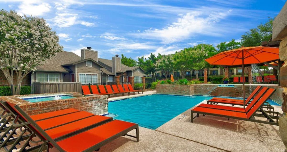 Pool at Listing #136934