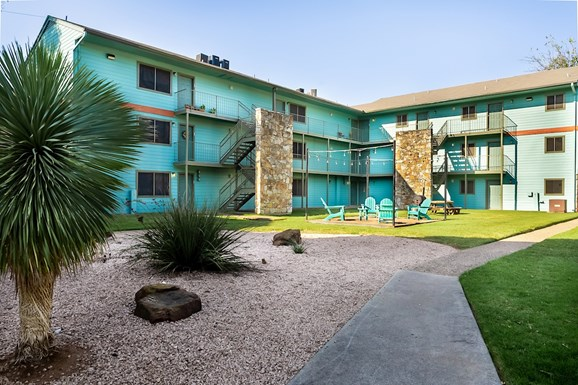 Oaks Apartments