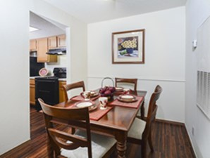 Dining at Listing #140337