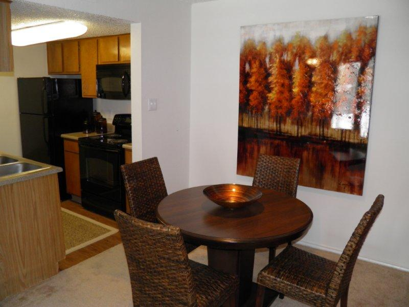 Dining at Listing #136851