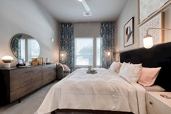 Bedroom at Listing #286383