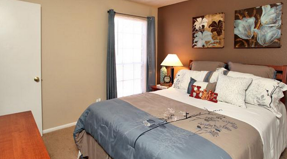 Bedroom at Listing #141472