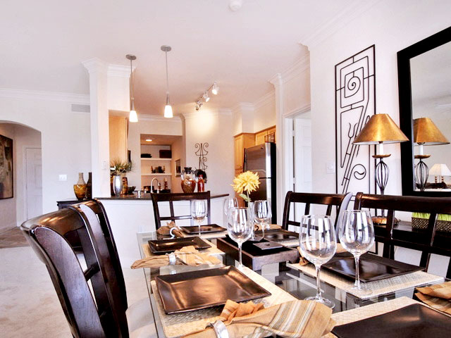 Dining at Listing #138057