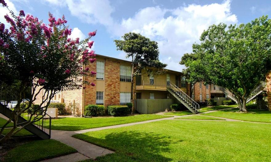 Newport Oaks Apartments