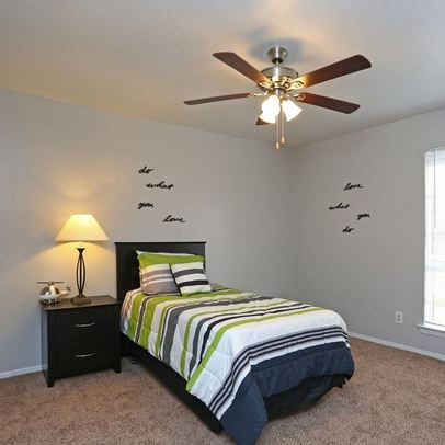 Bedroom at Listing #137099