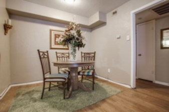 Dining at Listing #135698