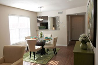 Dining at Listing #138353