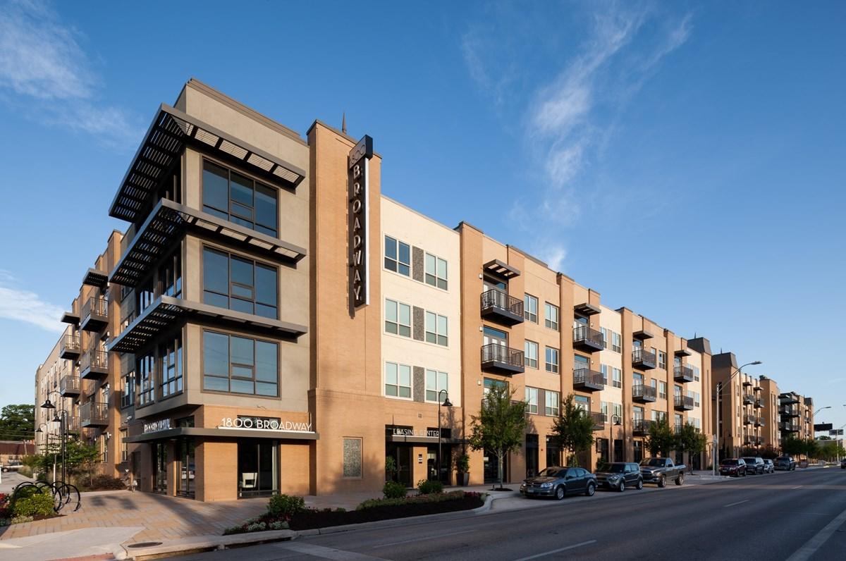 1800 Broadway Apartments San Antonio, TX