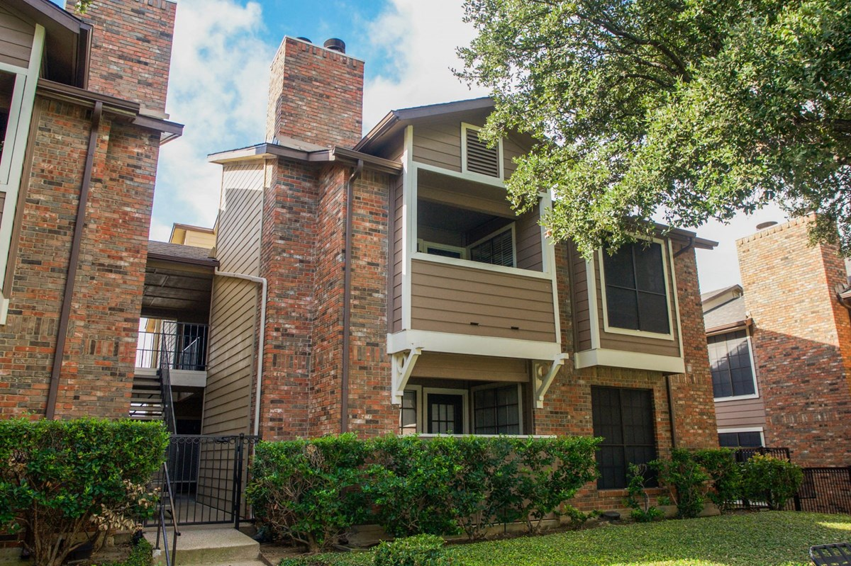 Exterior at Listing #135671