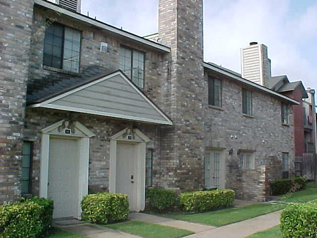 Crossroads Garden Townhomes at Listing #136696