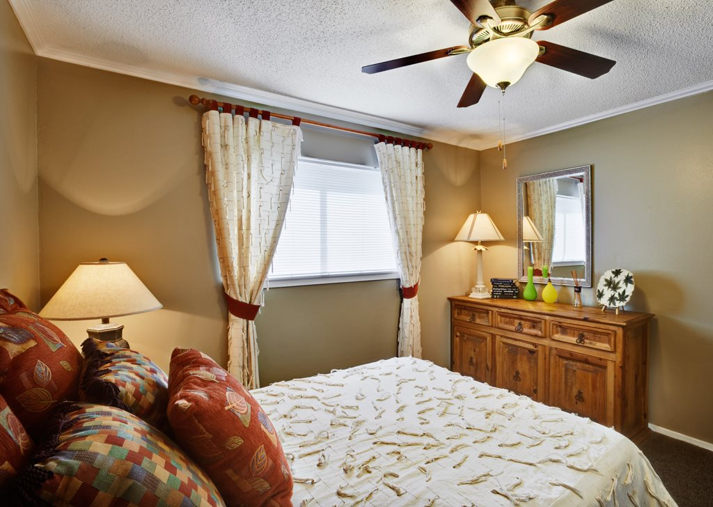 Bedroom at Listing #140246
