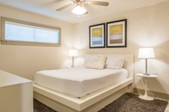 Bedroom at Listing #302196