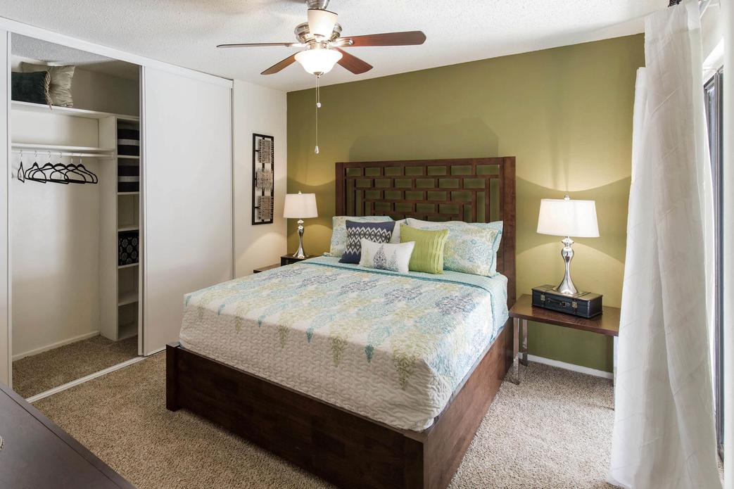 Bedroom at Listing #136053