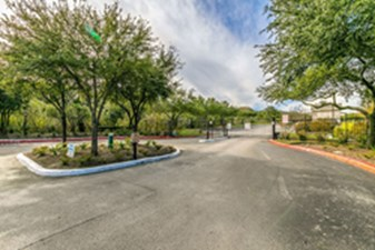 Gated Entry at Listing #141375