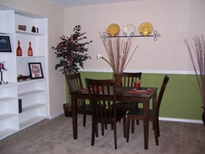 Dining at Listing #139095