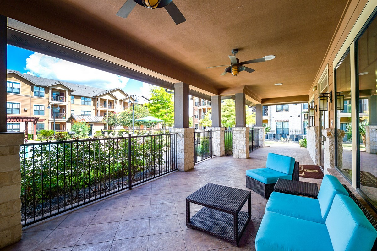 Lounge at Listing #146197