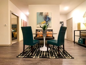 Dining at Listing #297372