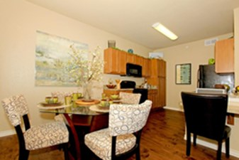 Dining at Listing #268893