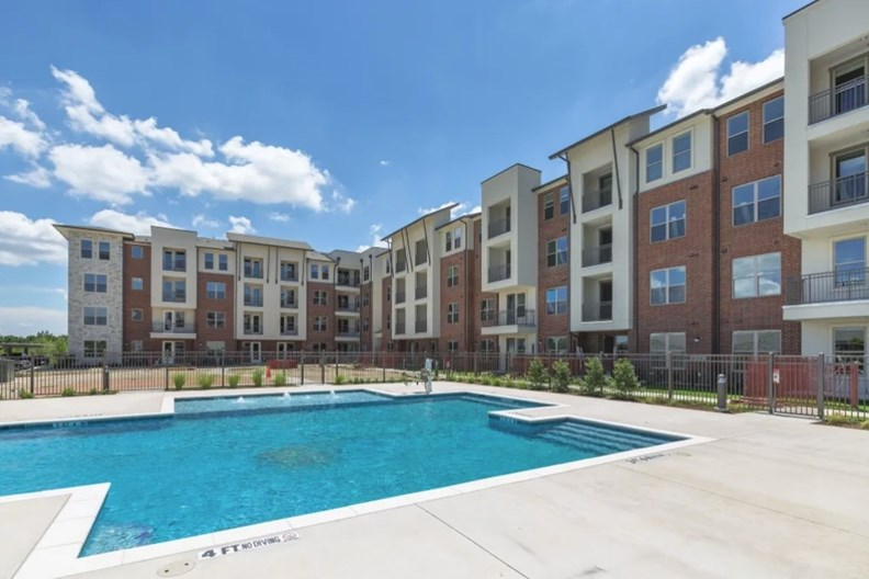 Luxe at Cedar Hill Apartments