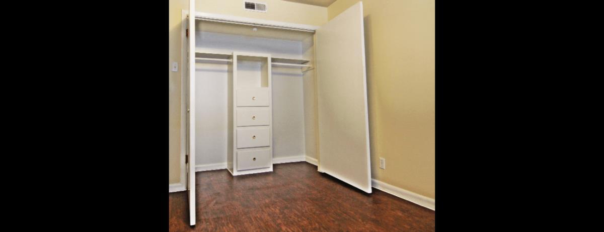 Closet at Listing #137462