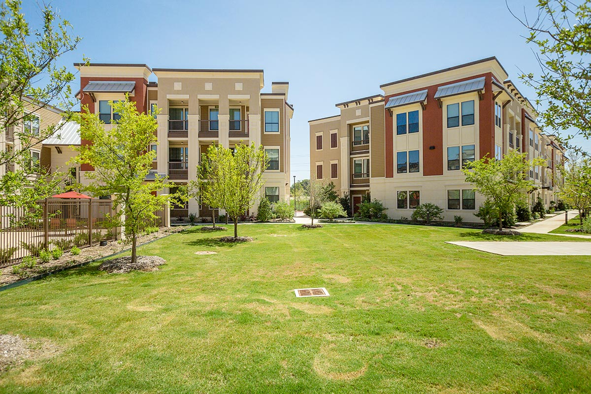Dolce Living Hometown II Apartments North Richland Hills, TX