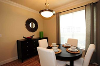 Dining at Listing #138636